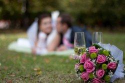 Бокал шампанского на свадьбе