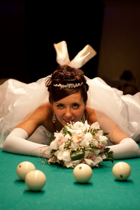 Невеста на бильярдном столе